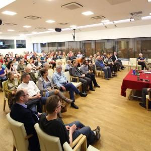Foto z debaty w MHK