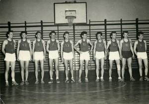 Koszykarze Sparty Nowa Huta zwani Mścicielami zNowej Huty, ok. 1960, aut. fot.Wojciech Pawłowski, wł. Jan Muszak (zdjęcie nadesłane przezOrganizatora)