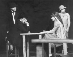 """spektakl  """"Nigdy tu już niepowrócę"""" Teatru Cricot 2 (1988), fot.Jerzy Borowski (zezbiorów Archiwum Cricoteki)"""